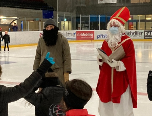 Samichlaus und Schmutzli besuchen unsere Kleinen auf dem Eis